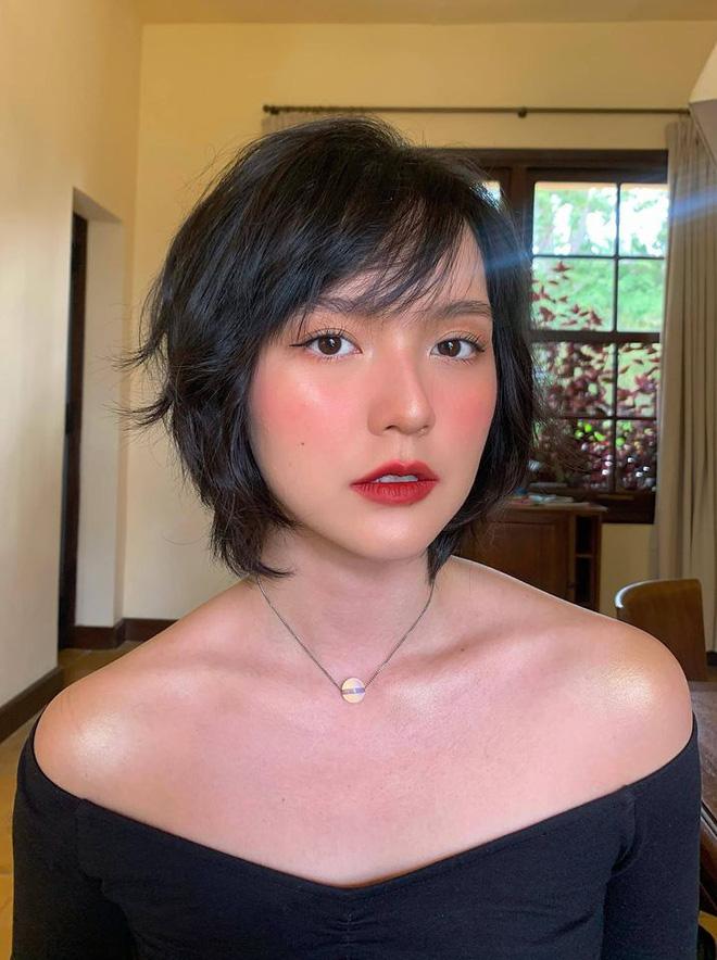 So ảnh mặt mộc với khi make up của Hải Tú để thấy nét đẹp gà nhà Sơn Tùng M-TP đỉnh thế nào - Ảnh 2.