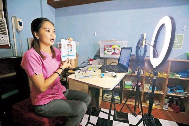 22 triệu học sinh Philippines bắt đầu năm học mới theo hình thức trực tuyến - Ảnh 1.