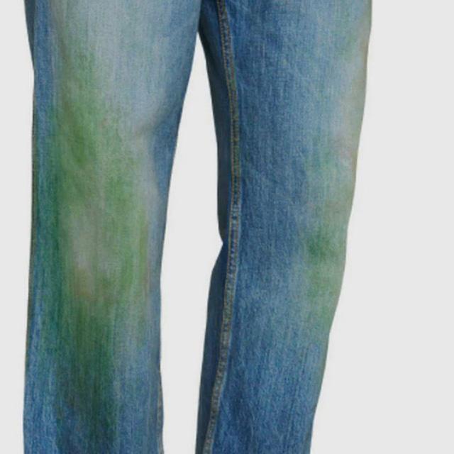 Gucci đang bán những chiếc quần jean ố màu và bẩn trông như mới làm vườn về với giá lên tới 765 USD - Ảnh 2.