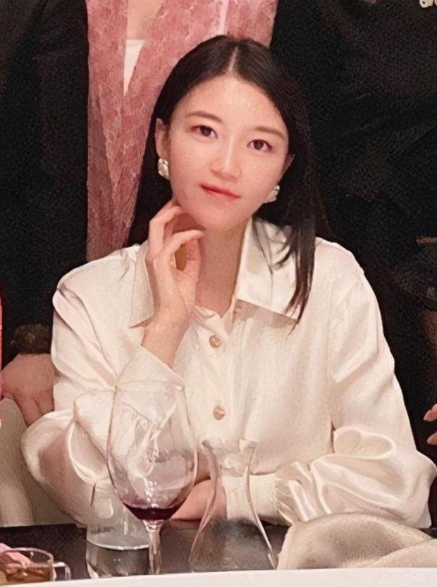 Hội bạn thân mới của Angela Baby gây choáng Cbiz: Toàn thiên kim gia thế khủng, vợ Huỳnh Hiểu Minh chỉ dám đứng nép - Ảnh 6.