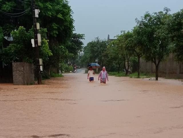 Lào Cai mưa lớn kỷ lục 63 năm qua gây ngập lụt cuốn trôi nhà dân, bé 3 tuổi tử vong - Ảnh 11.