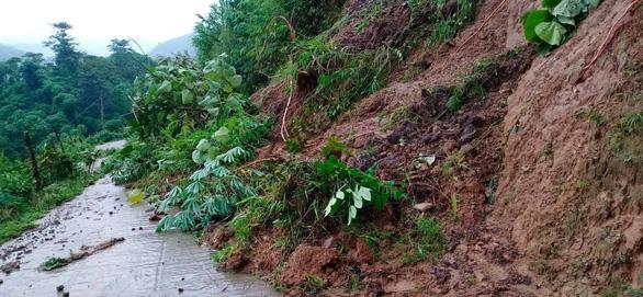Lào Cai mưa lớn kỷ lục 63 năm qua gây ngập lụt cuốn trôi nhà dân, bé 3 tuổi tử vong - Ảnh 9.