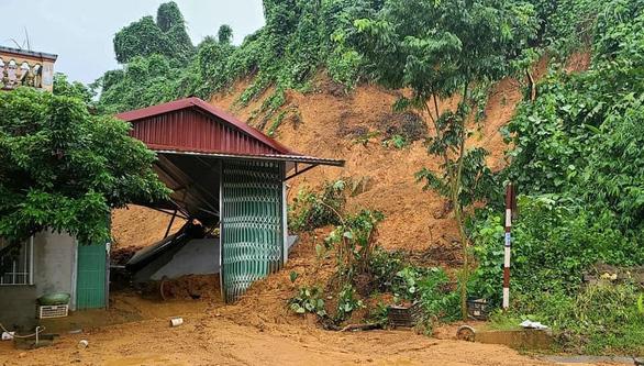 Lào Cai mưa lớn kỷ lục 63 năm qua gây ngập lụt cuốn trôi nhà dân, bé 3 tuổi tử vong - Ảnh 8.
