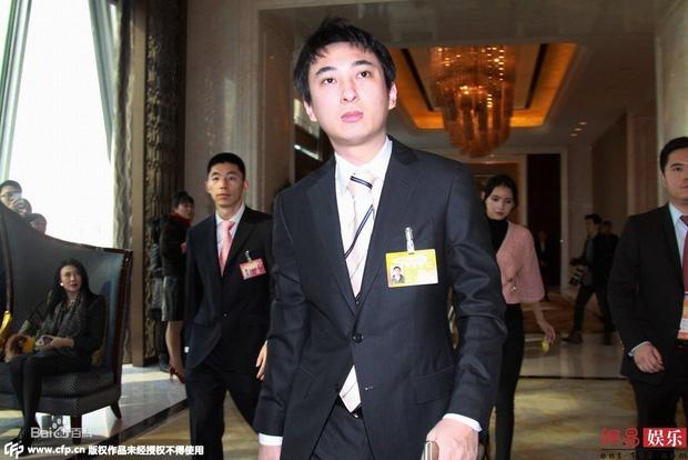 Thiếu gia tỷ đô Vương Tư Thông: 16 tuổi mới biết gia thế, khiến cả Cbiz khiếp vía nhưng không đắc tội với Triệu Lệ Dĩnh và 4 mỹ nhân - Ảnh 3.