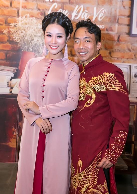 Nhan sắc như hoa hậu của vợ kém 18 tuổi từng định ly hôn với ca sĩ Việt Hoàn - Ảnh 3.
