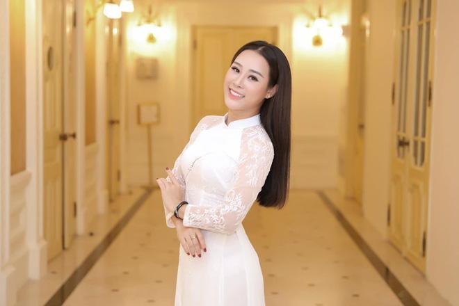Nhan sắc như hoa hậu của vợ kém 18 tuổi từng định ly hôn với ca sĩ Việt Hoàn - Ảnh 8.