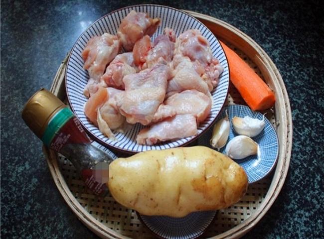 Nâng cấp món gà với cà rốt, khoai tây để bữa cơm gia đình thêm bổ dưỡng - Ảnh 1.