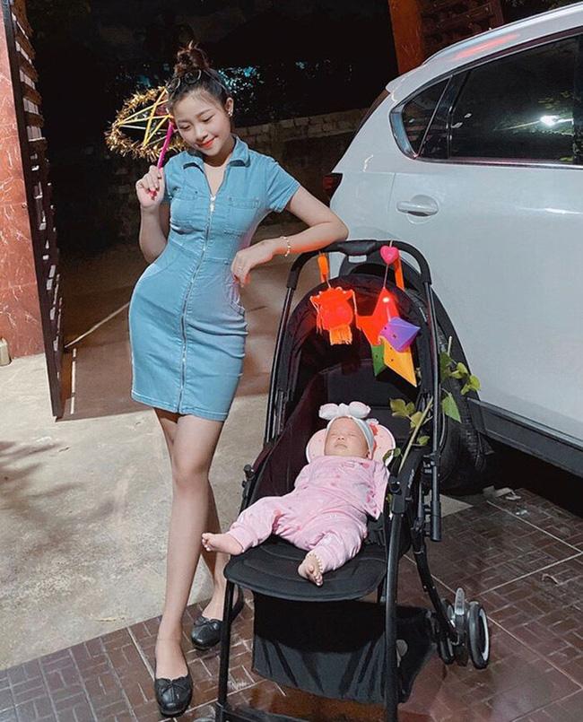 Vợ Phan Văn Đức khoe dáng nuột nà, gợi cảm sau sinh - Ảnh 1.