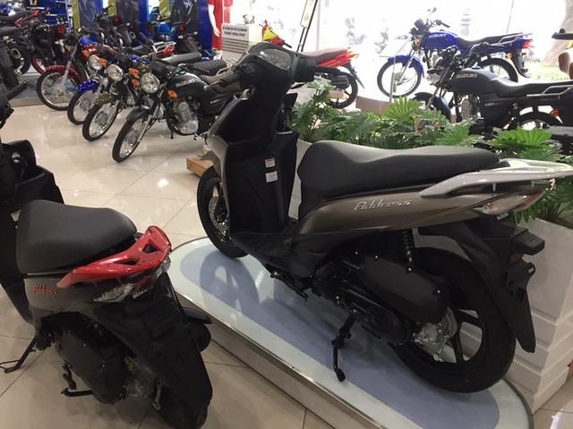 Thị trường xe máy ế ẩm, các hãng đua nhau giảm giá, tặng phí trước bạ - Ảnh 1.