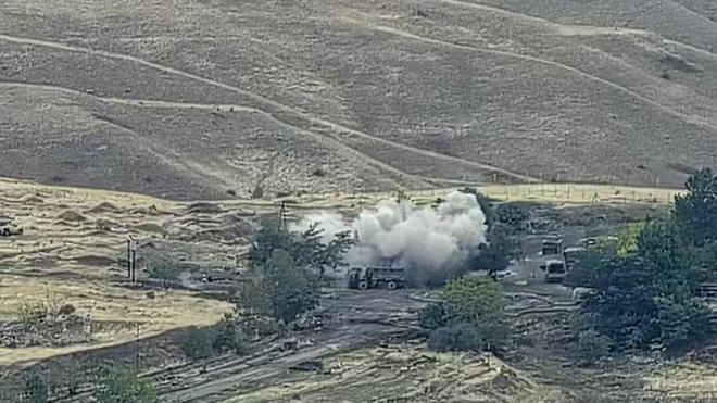 Chiến sự Azerbaijan-Armenia ác liệt: Azerbaijan bắt sống, thu giữ lượng vũ khí khổng lồ - Nga bất ngờ bị đe dọa - Ảnh 4.