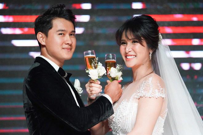 Vợ cũ Phan Thanh Bình gây xôn xao khi tái hôn với chồng mới kém 8 tuổi - Ảnh 1.