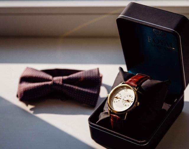 Sếp hỏi giá đồng hồ đeo tay, nhân viên thật thà trả lời mà không biết mình đã rước họa vào thân: Nước quá trong thì không có cá, người khoe mẽ quá thì thiệt thân - Ảnh 1.