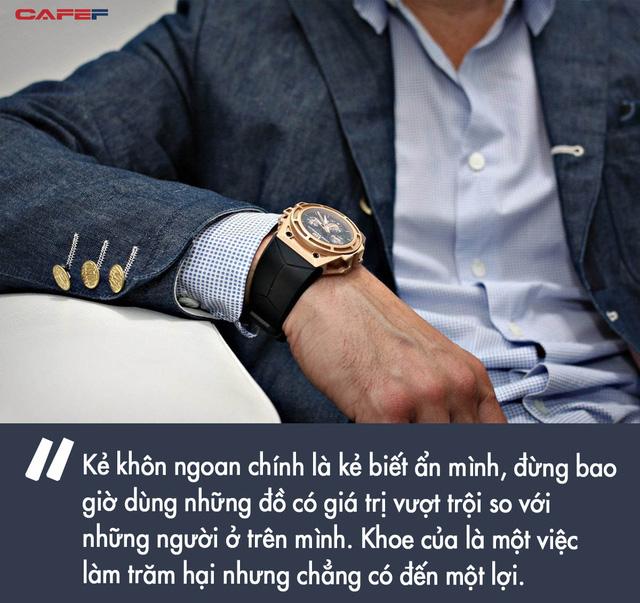 Sếp hỏi giá đồng hồ đeo tay, nhân viên thật thà trả lời mà không biết mình đã rước họa vào thân: Nước quá trong thì không có cá, người khoe mẽ quá thì thiệt thân - Ảnh 2.