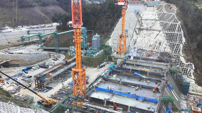 Nhật Bản dùng đội thợ xây 100% robot để xây đập nước, tương lai ngành xây dựng là đây? - Ảnh 1.