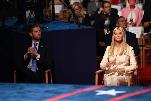 Ái nữ Ivanka Trump tránh xa Nhà Trắng sau khi tổng thống Mỹ trở về - Ảnh 3.