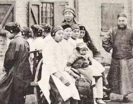 9 bức ảnh lột tả cuộc sống của người dân khi Từ Hy thái hậu nắm quyền cai trị Thanh triều, bức ảnh thứ 2 gây ám ảnh - Ảnh 5.