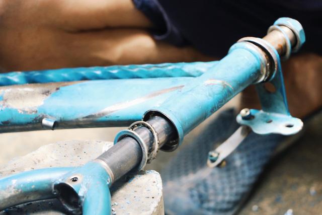 Chàng trai biến xe đạp sắt vụn thành xe mới toanh tặng người nghèo ở Sài Gòn - Ảnh 11.