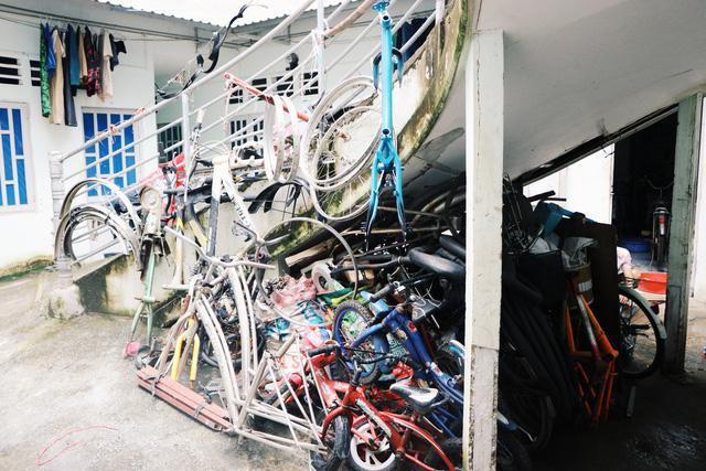 Chàng trai biến xe đạp sắt vụn thành xe mới toanh tặng người nghèo ở Sài Gòn - Ảnh 6.