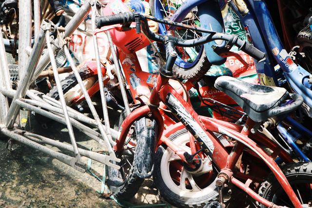 Chàng trai biến xe đạp sắt vụn thành xe mới toanh tặng người nghèo ở Sài Gòn - Ảnh 7.