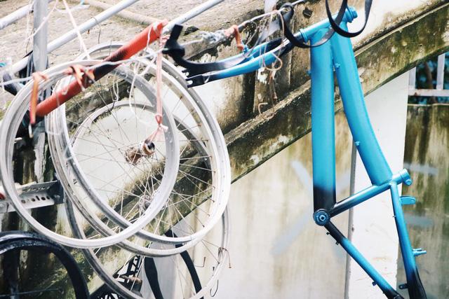 Chàng trai biến xe đạp sắt vụn thành xe mới toanh tặng người nghèo ở Sài Gòn - Ảnh 8.