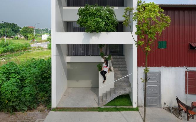 Ngôi nhà nằm ở khu đất nhỏ hẹp, ồn ào và khói bụi tại Bắc Ninh lên báo ngoại