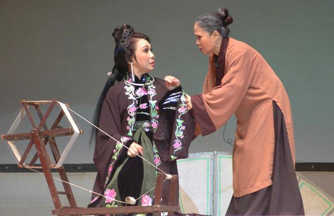 Cuộc đời buồn của nghệ sĩ Ánh Hoa: Mất chồng và 4 con, phải nghỉ hát bán cơm tấm - Ảnh 7.
