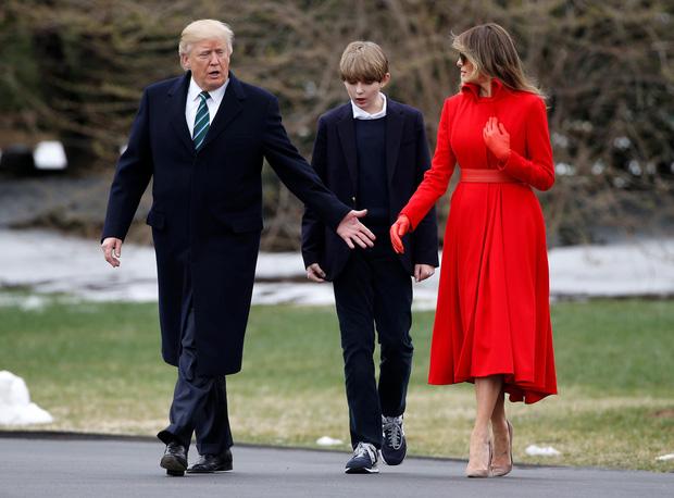 """Loạt ảnh chiều cao khủng của """"Hoàng tử Nhà Trắng"""" Barron Trump biến các bạn mình thành người tí hon, chỉ đi bộ đã nhanh bằng bạn chạy - Ảnh 4."""