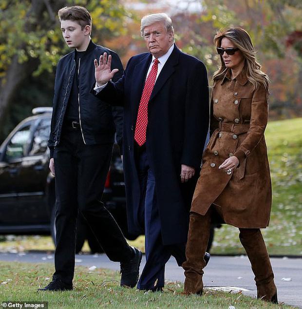 """Loạt ảnh chiều cao khủng của """"Hoàng tử Nhà Trắng"""" Barron Trump biến các bạn mình thành người tí hon, chỉ đi bộ đã nhanh bằng bạn chạy - Ảnh 6."""