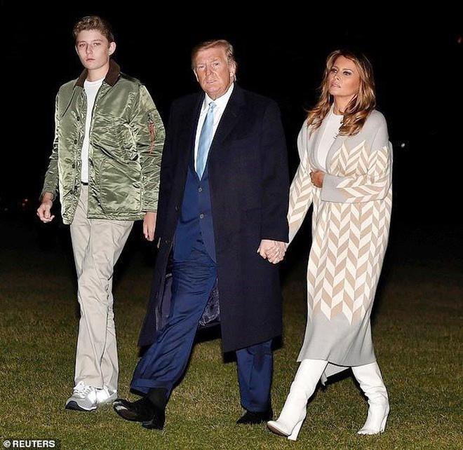 """Loạt ảnh chiều cao khủng của """"Hoàng tử Nhà Trắng"""" Barron Trump biến các bạn mình thành người tí hon, chỉ đi bộ đã nhanh bằng bạn chạy - Ảnh 7."""