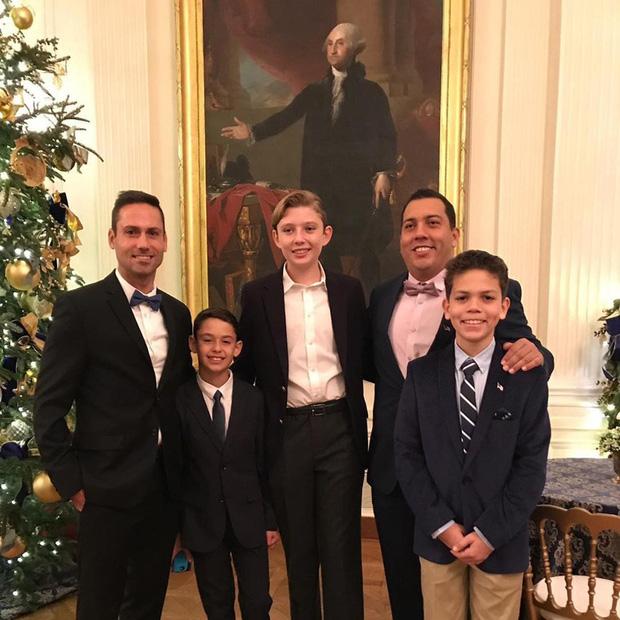 """Loạt ảnh chiều cao khủng của """"Hoàng tử Nhà Trắng"""" Barron Trump biến các bạn mình thành người tí hon, chỉ đi bộ đã nhanh bằng bạn chạy - Ảnh 9."""