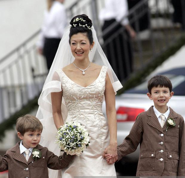 """Hai anh em Hoàng tử Đan Mạch: Từ nhỏ phải sống xa mẹ ruột gốc Á, ngoại hình """"đẹp hơn hoa"""" ngời ngời khí chất khiến chị em khắp thế giới mê mệt - Ảnh 10."""