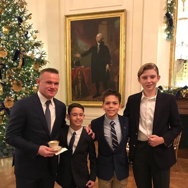 """Loạt ảnh chiều cao khủng của """"Hoàng tử Nhà Trắng"""" Barron Trump biến các bạn mình thành người tí hon, chỉ đi bộ đã nhanh bằng bạn chạy - Ảnh 10."""