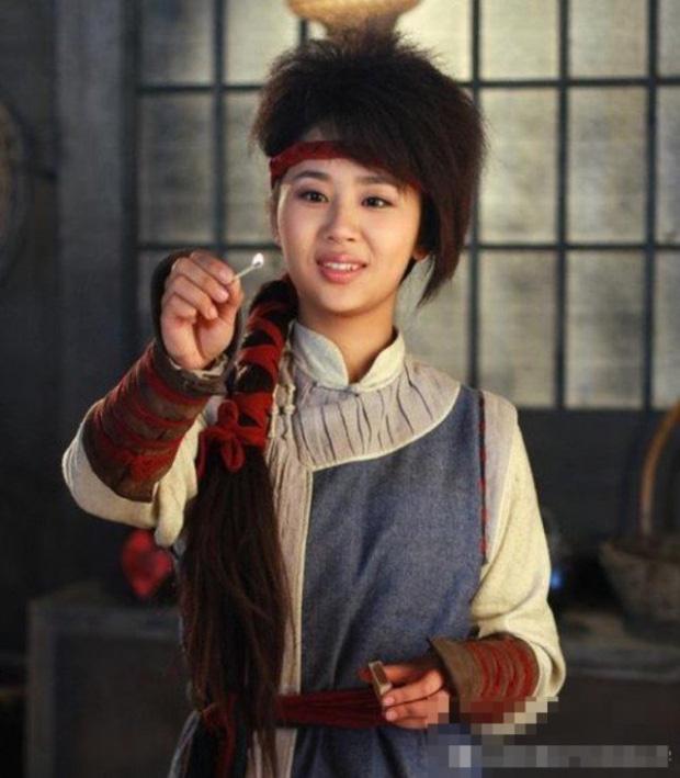 Dương Tử, Triệu Lệ Dĩnh và hàng loạt mỹ nhân khiến fan từ chối nhận người quen khi diện tóc sư tử gây ám ảnh - Ảnh 3.