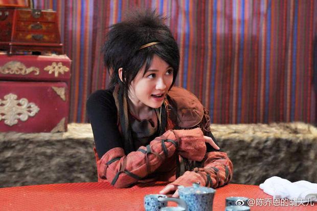 Dương Tử, Triệu Lệ Dĩnh và hàng loạt mỹ nhân khiến fan từ chối nhận người quen khi diện tóc sư tử gây ám ảnh - Ảnh 4.