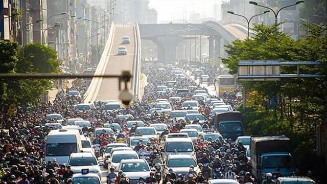 Sau khi thông xe đường vành đai 2 trên cao, tắc nghiêm trọng hơn ở nút giao Ngã Tư Sở giờ cao điểm - Ảnh 3.