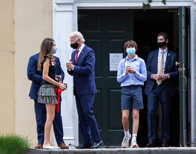 Cháu trai 14 tuổi của ông Joe Biden: Chiều cao khủng và ngoại hình cuốn hút, đủ chuẩn soán ngôi Hoàng tử Nhà Trắng Barron Trump - Ảnh 5.