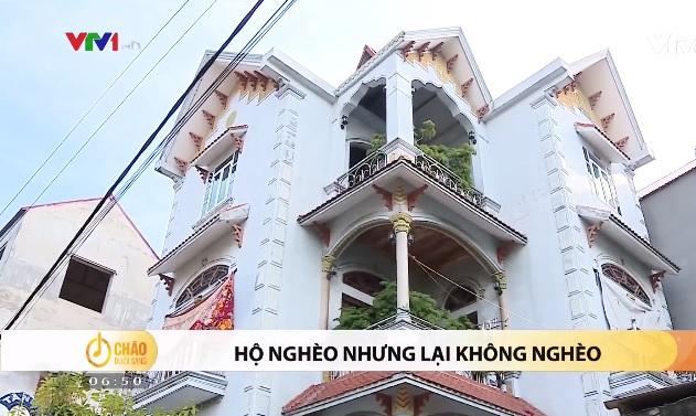 Ngỡ ngàng khi một hộ nghèo ở căn nhà 3 tầng đồ sộ, sang trọng như biệt thự ở Bắc Giang - Ảnh 1.