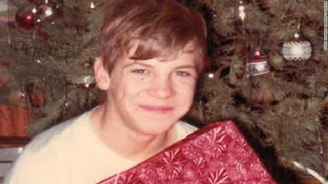 Gã hề sát nhân đời thực: Kẻ giết người hàng loạt khủng bố nhất nước Mỹ, cưỡng hiếp và sát hại 33 nam thanh thiếu niên và cách phi tang đáng sợ - Ảnh 1.