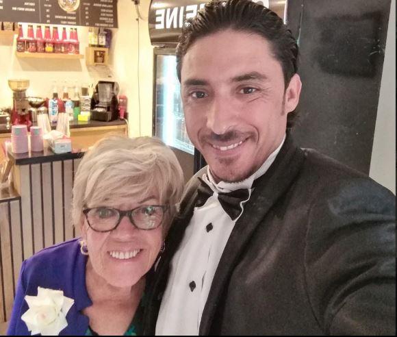 Cụ bà 81 tuổi bất chấp can ngăn để cưới chàng trai trẻ kém 46 tuổi - Ảnh 1.