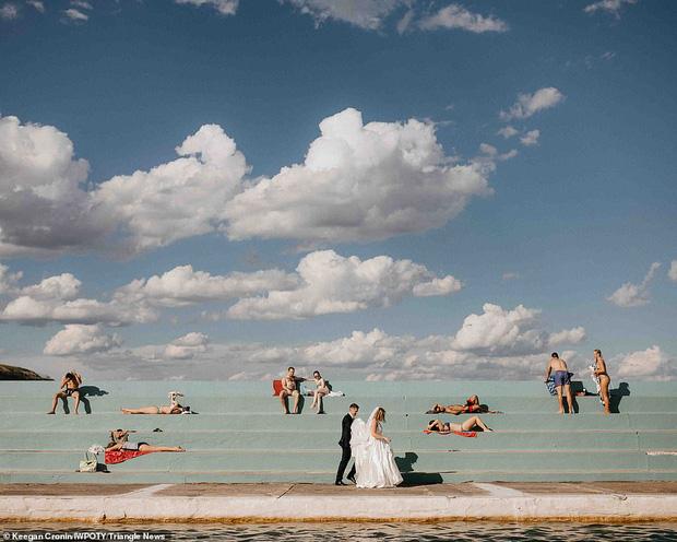 Loạt tác phẩm lọt top giải thưởng nhiếp ảnh đám cưới thế giới khiến bất cứ chị em nào cũng muốn thuê ngay về chụp 1 bộ - Ảnh 3.