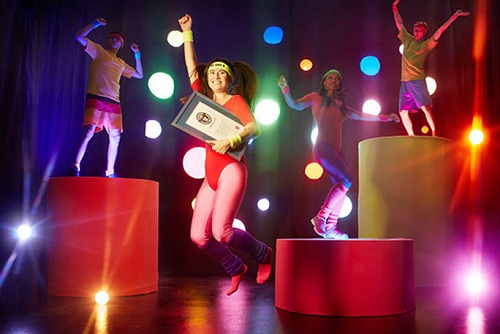 Nữ giáo viên Mỹ giành tới 13 kỷ lục Guiness, giảm 34 kg nhờ chơi game điện tử vận động - Ảnh 2.