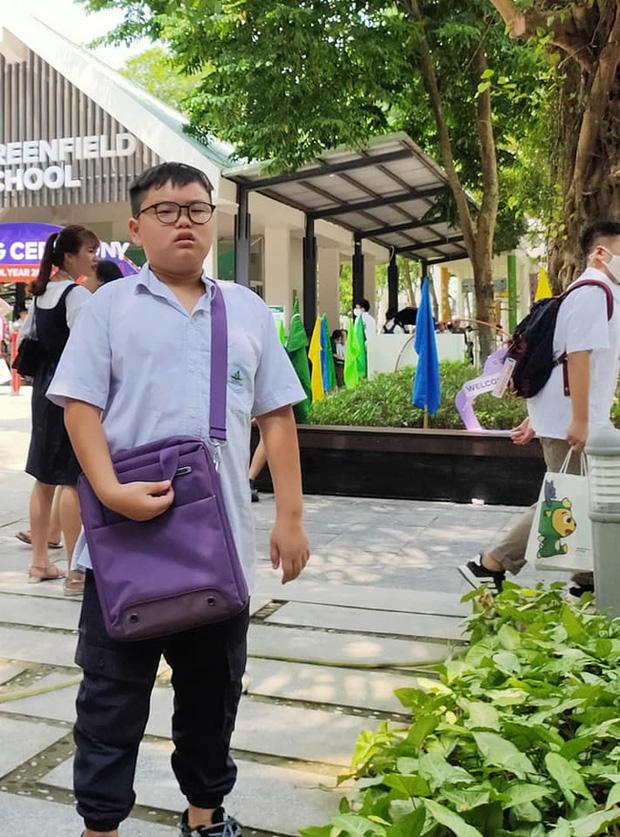 Con trai Xuân Bắc mặt đờ đẫn, quần áo xộc xệch 6 năm trước thay đổi ngoạn mục với style Chủ tịch - Ảnh 3.