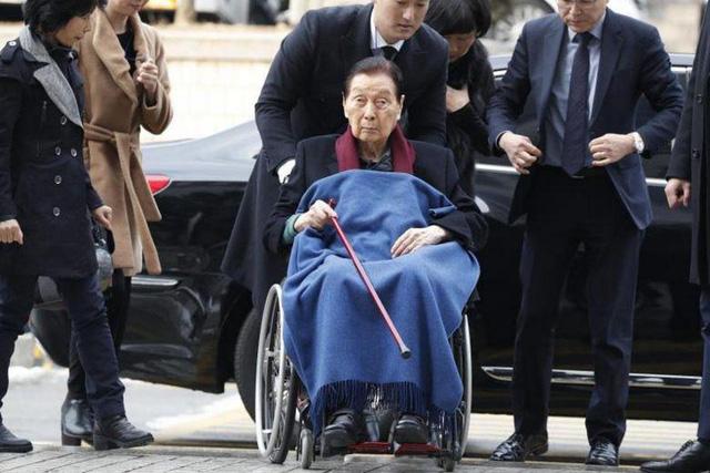 Chủ tịch Lotte: Vinh quang cả đời nhưng cuối cùng bị con trai lật đổ, nhìn sang các gia tộc giàu có khác mới thấy ông mắc 1 sai lầm nghiêm trọng khi dạy con  - Ảnh 2.