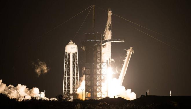 NASA hợp tác với SpaceX, thực hiện chuyến bay lịch sử mang nhiều cái đầu tiên nhất lên Trạm Vũ trụ Quốc tế ISS - Ảnh 1.