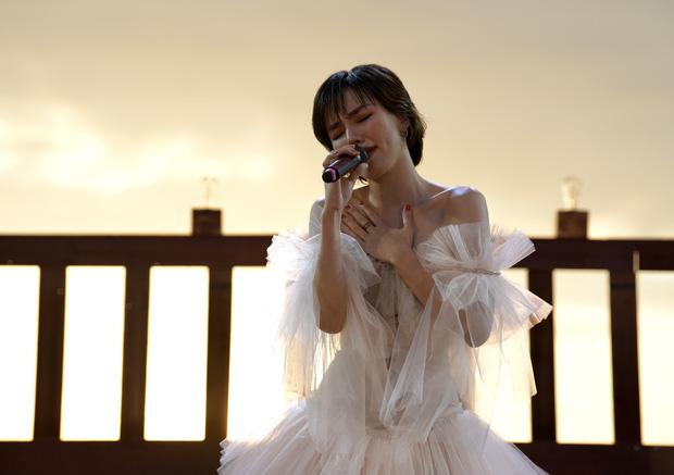 Nguyên Hà thích hát tại WOW Sunset Show vì kiểu gì cũng có hình đẹp, Lê Hiếu bật mí ca khúc bắt trúng tâm trạng khi yêu - Ảnh 6.