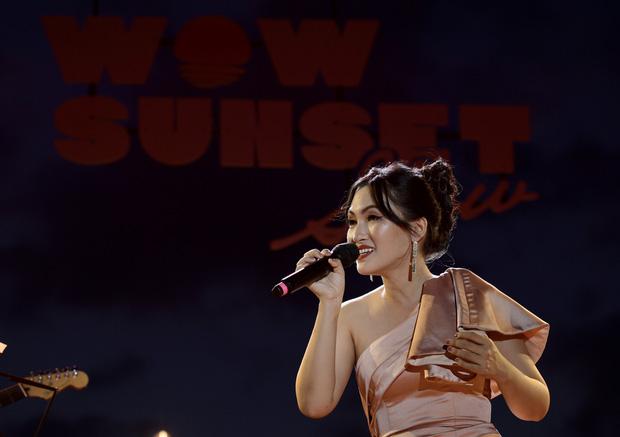 Nguyên Hà thích hát tại WOW Sunset Show vì kiểu gì cũng có hình đẹp, Lê Hiếu bật mí ca khúc bắt trúng tâm trạng khi yêu - Ảnh 9.