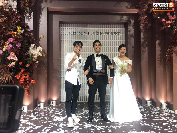 Đám cưới Công Phượng - Viên Minh: HLV Park Hang-seo rạng rỡ ở đám cưới của học trò - Ảnh 2.