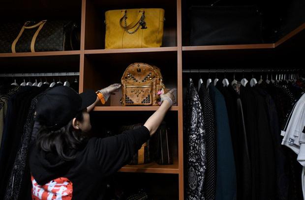 Kỳ lạ nghề sắp xếp tủ quần áo cho giới thượng lưu Trung Quốc, lương tới 2.000 USD/lần dọn dẹp - Ảnh 1.