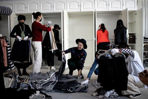 Kỳ lạ nghề sắp xếp tủ quần áo cho giới thượng lưu Trung Quốc, lương tới 2.000 USD/lần dọn dẹp - Ảnh 2.