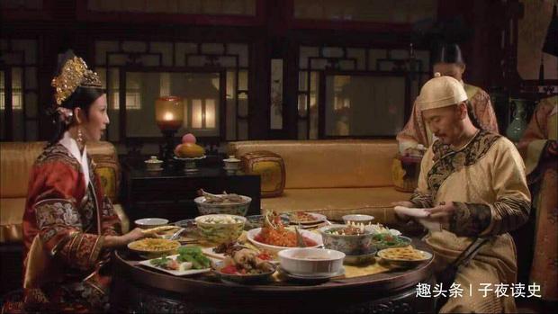 Bày biện hoành tráng nhưng có những món còn chẳng được động đũa, đồ ăn thừa của Hoàng đế triều đại nhà Thanh được xử lý thế nào? - Ảnh 1.